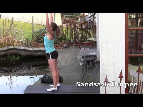 Anleitung: Ganzkörper-Training mit Sandsack in 12 Minuten