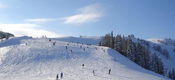 Skifahren auf der Piste